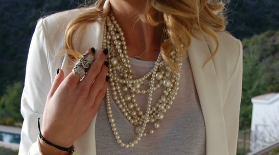 EVEN TODAY PEARLS CAN BE MODERN AND CHIC